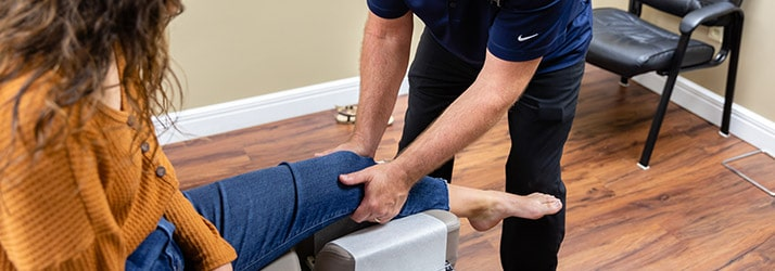 Chiropractor Forsyth MO Travis Sellers Knee Pain Treatment